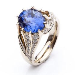 Prsten s modrým safírem