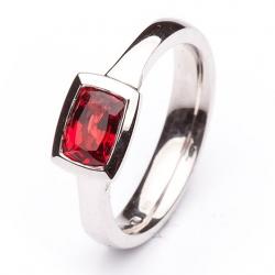 Prsten rubín z bílého zlata