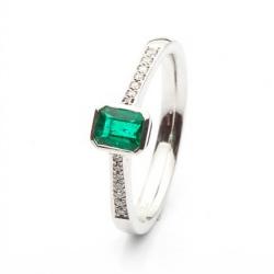 Smaragdový prsten s diamanty po stranách vzor č. 0152