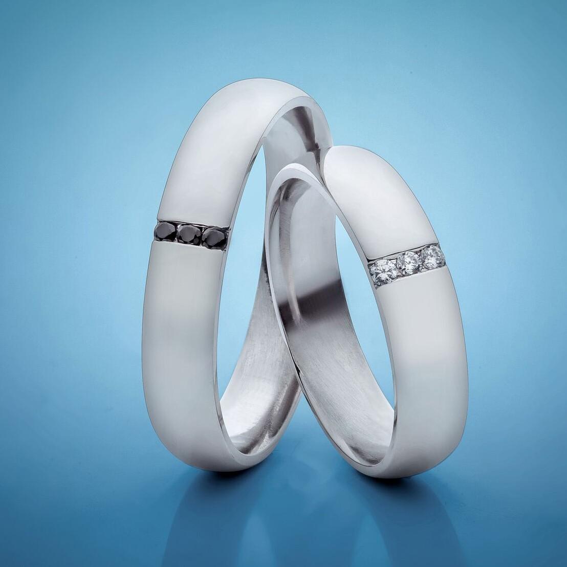 Snubni Prsteny S Bilymi A Cernymi Diamanty C Sn18 Bile Zlato